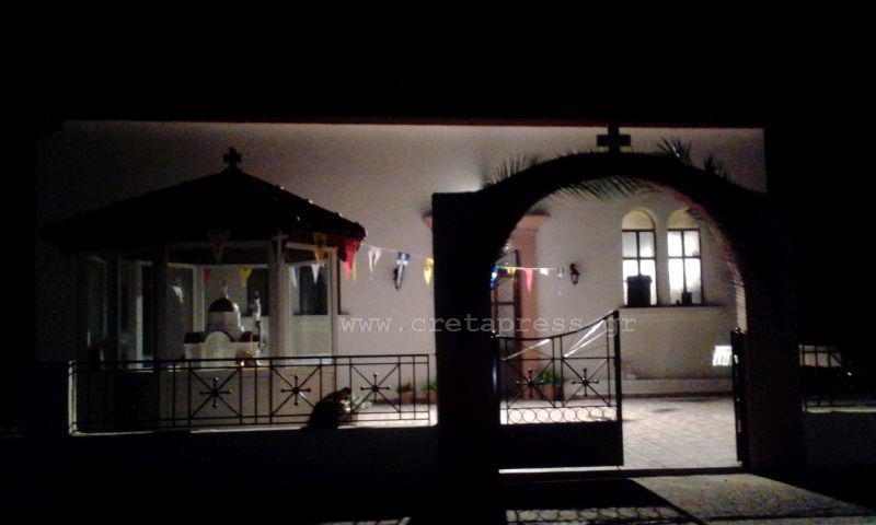 Σοκαράς: Άγιος Νεκτάριος by night. Βοήθεια μας