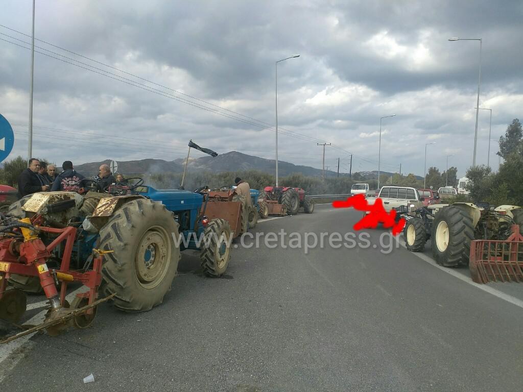 {{Ζεσταίνουν}} από το πρωί τις μηχανές οι Αγρότες στον κόμβο στα Πραιτώρια
