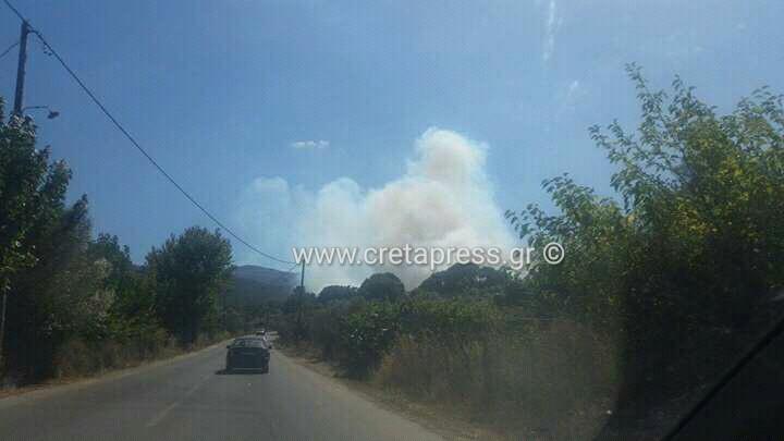 Μεγάλη φωθιά στην Σπίνα του δήμου Καντάνου – Οι Πυροσβεστική πολεμά να τη σβήσει (φωτογραφίες)