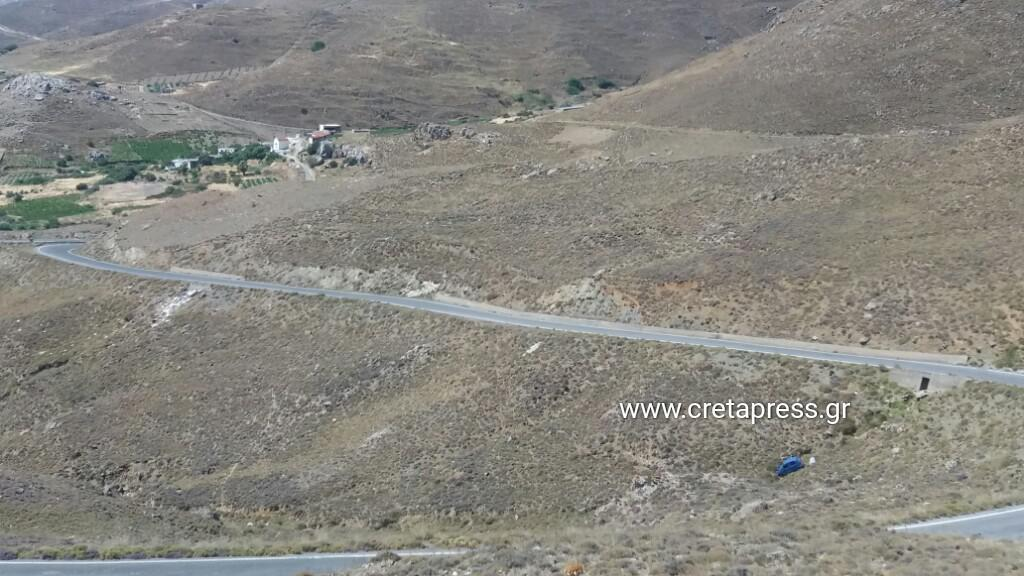 Αυτοκίνητο έπεσε σε γκρεμό στους Παρανύμφους (φωτογραφίες)
