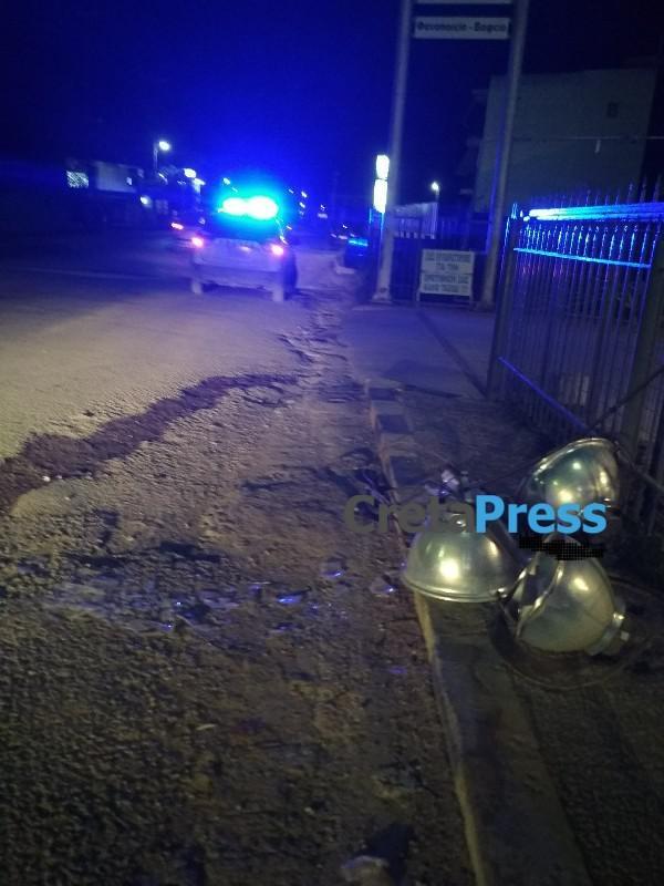 Έπεσε ο Δημοτικός φωτισμός στη μέση του δρόμου στις Μοίρες