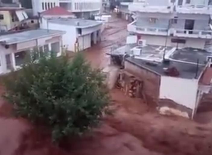 Ο χείμαρρος επέστρεψε στην Μάνδρα Αττικής…  (Βίντεο)