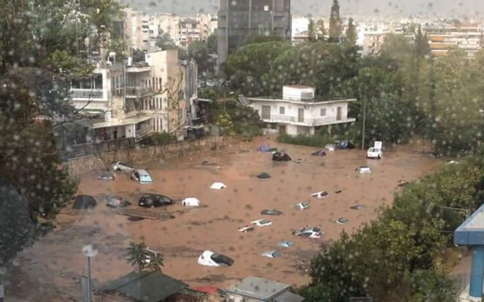 Αθήνα: Ισχυρή καταιγίδα στα βόρεια προάστια – Πλημμύρισαν πάρκινγκ (βίντεο)