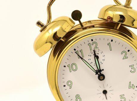 Μία ώρα πίσω αλλάζει η ώρα σήμερα Κυριακή