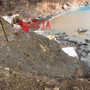 Βράχος έπεσε και έκλεισε τον δρόμο στο Μαριδάκι