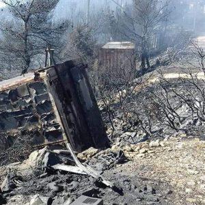 Φωτογραφίες μετά την πυρκαγιά στις κεραίες στον Υμηττό