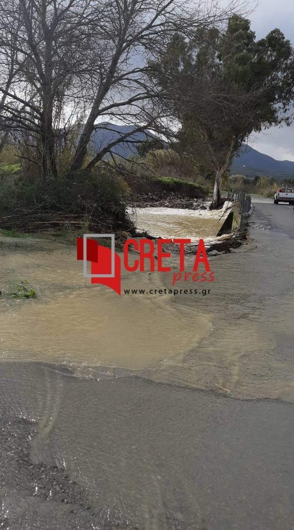 Γέφυρα Καλυβίων: Κάθε χρόνο το ίδιο πρόβλημα