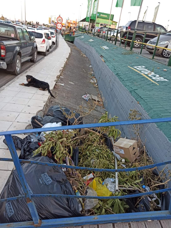 Αεροδρόμιο Ηρακλείου: Εικόνα υποδοχής με σκουπίδια…