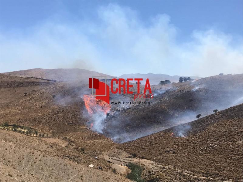 Φωτιά σε χορτολιβαδική έκταση στο Δεμάτι