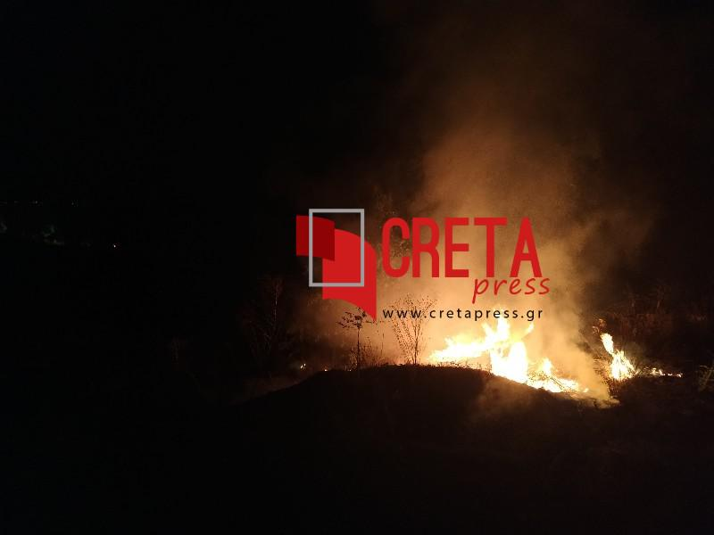 Φωτιά σε χορτολιβαδική έκταση μεταξύ Χάρακα και Πραιτώρια.