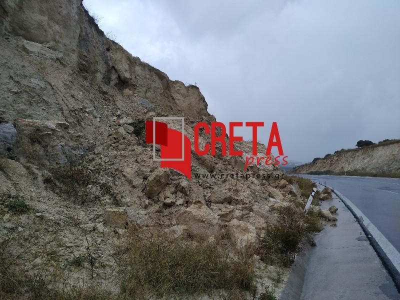 Υποχωρεί το χώμα στον δρόμο Χουδέτσι-Καταλαγάρι