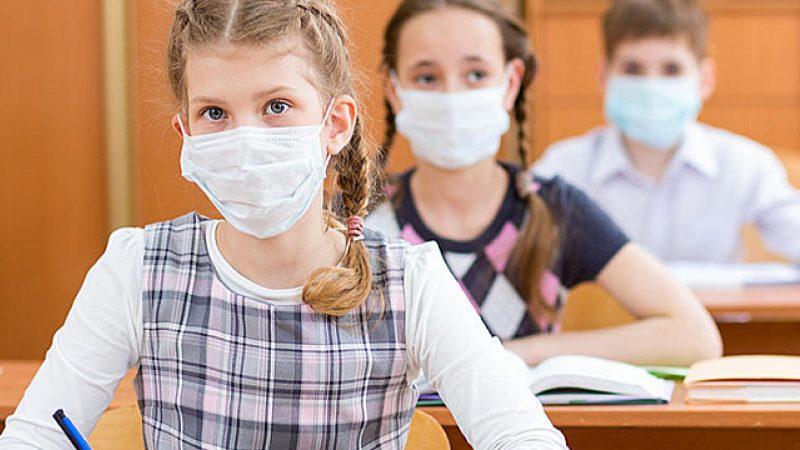 Σχολεία – κορωνοϊός: Τα προγράμματα για το κουδούνι της Δευτέρας και τα μέτρα (Βίντεο)