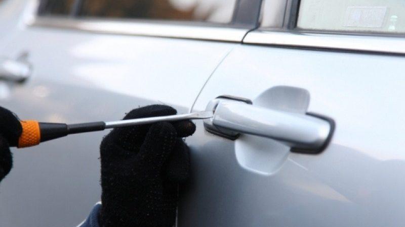 Κρήτη: Βρήκε τον κλέφτη μέσα στο αυτοκίνητό του!