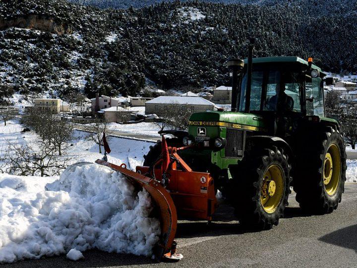 Προβλήματα στο οδικό δίκτυο της Πελοποννήσου έχουν προκαλέσει οι χιονοπτώσεις