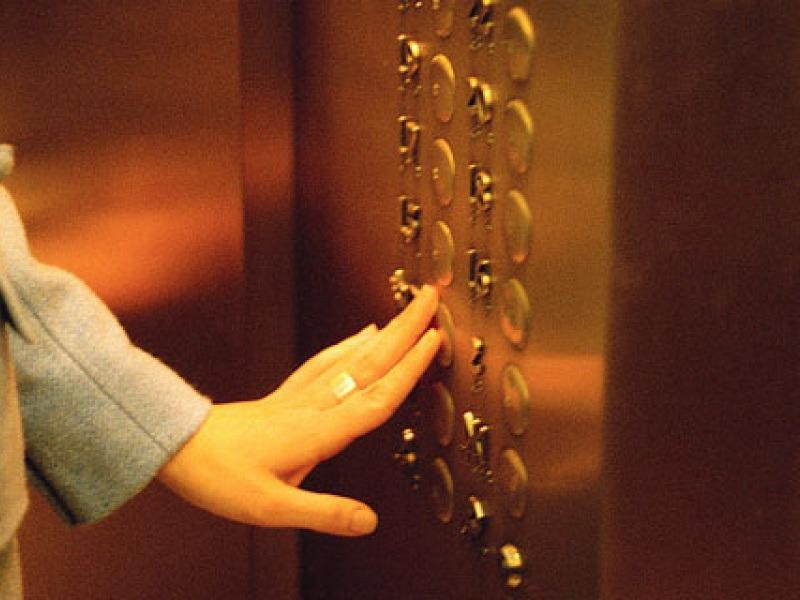 Θεσσαλονίκη: Στιγμές τρόμου για 24χρονη σε ασανσέρ – 27χρονος θώπευε το σώμα της
