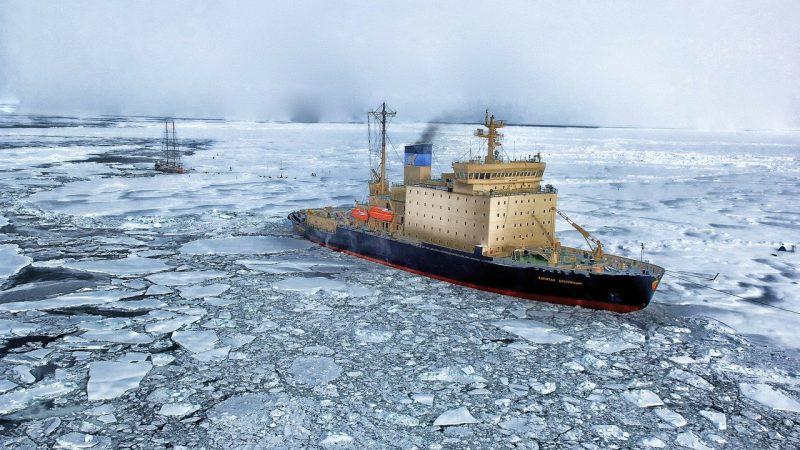 Δρομολογημένα και Αδρομολόγητα πλοία: Ομοιότητες και διαφορές