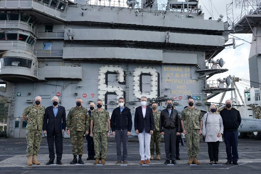 Επίσκεψη του Πρωθυπουργού Κυριάκου Μητσοτάκη στο αεροπλανοφόρο USS Dwight D. Eisenhower