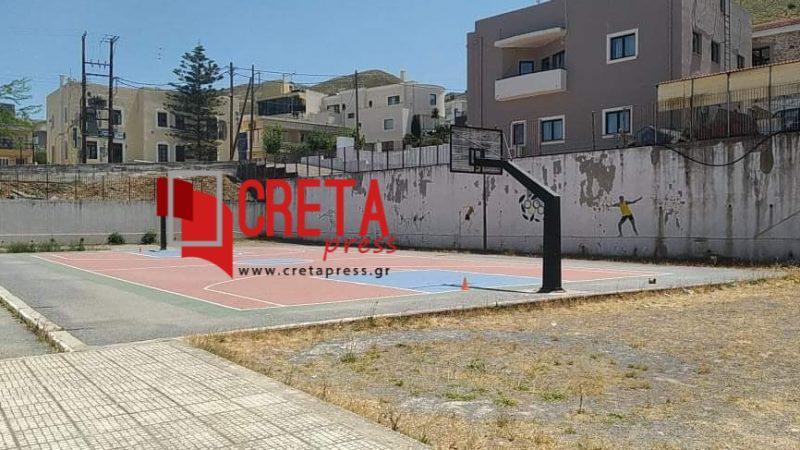Μετά το γήπεδο μπάσκετ σειρά έχει το γήπεδο ποδοσφαίρου στο Δημοτικό Σχολείο Πύργου