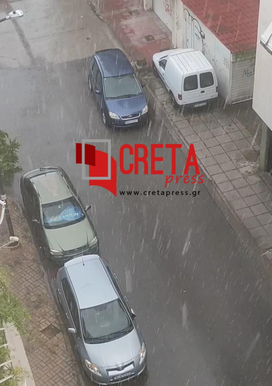 Λάρισα: Με 41 βαθμούς κελσίου ξαφνικά άρχισε να βρέχει!