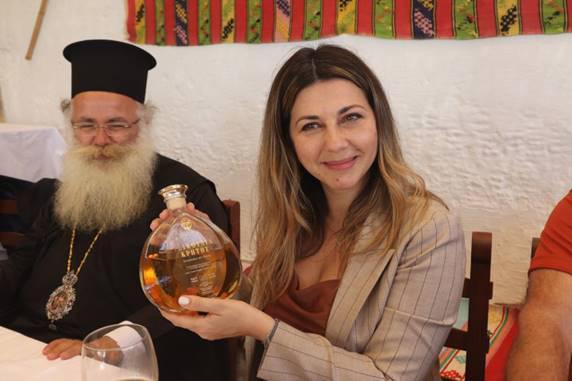 """Η επίσκεψη της Υφυπουργού Τουρισμού κ. Σοφίας Ζαχαράκη στην Ι. Μονή Τοπλού & Τα Βραβευμένα Προϊόντα """"Toplou Monastery"""